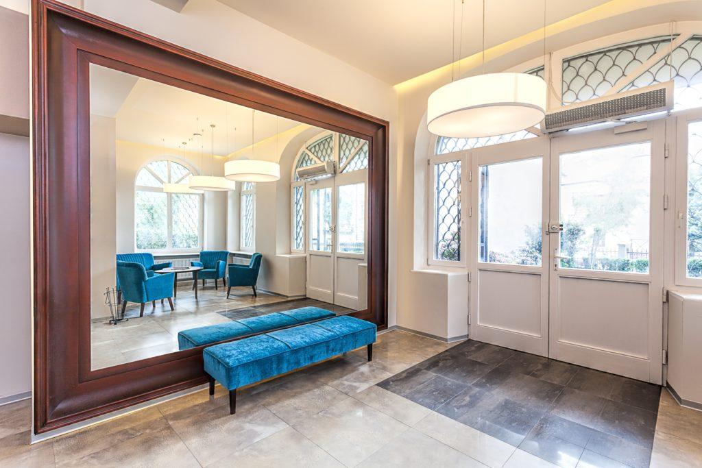 Blue Bench Entrance Decor