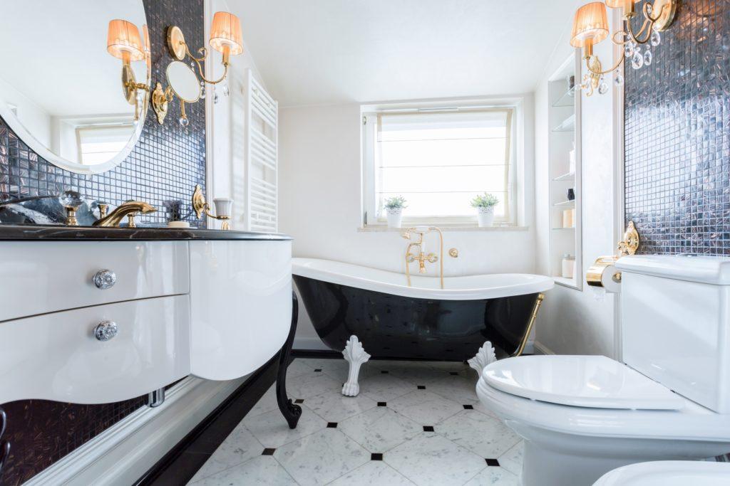 Black Bathtub Mansion Bathroom