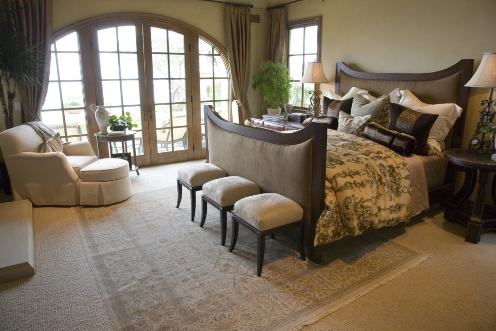 Classic Cottage Style Design for a Charming Mansion Bedroom