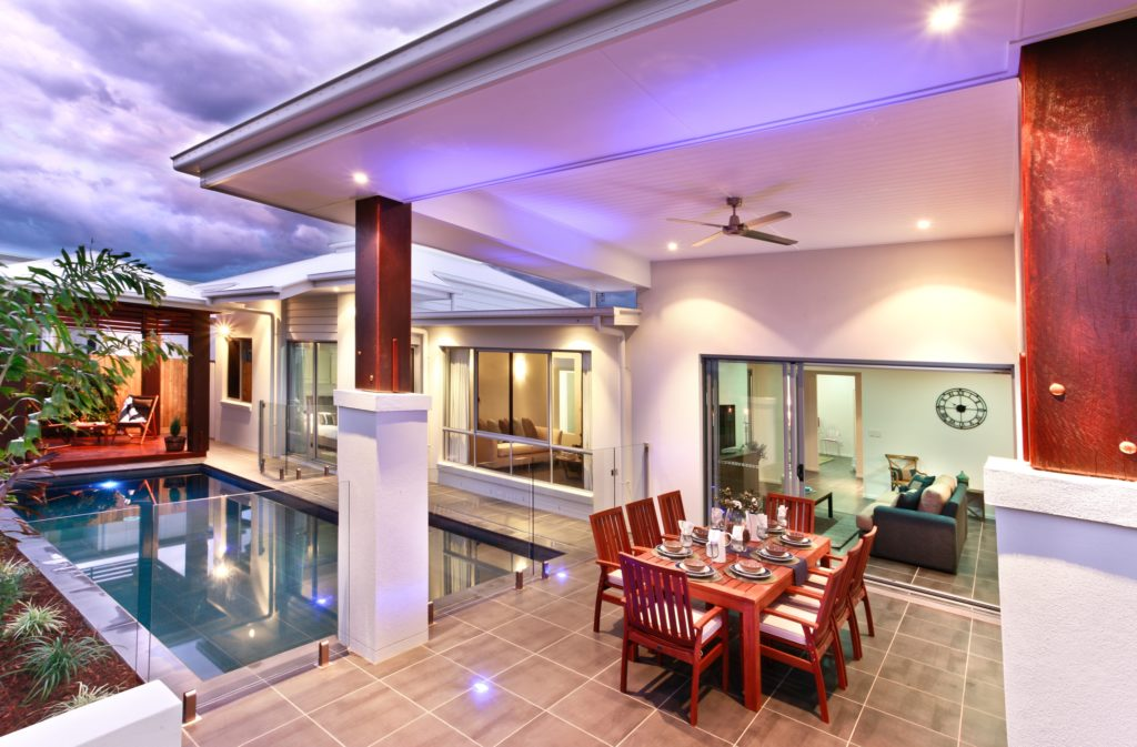 Pool Dining Area
