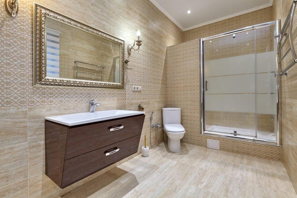 Sandy Mansion Bathroom