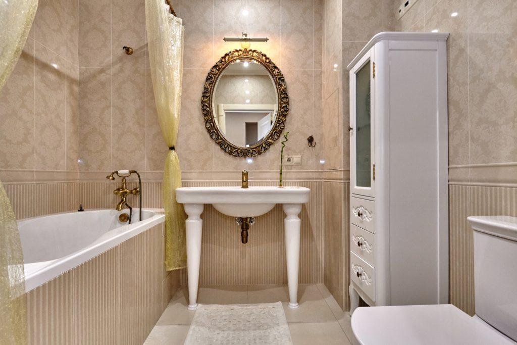 Vintage Mansion Bathroom