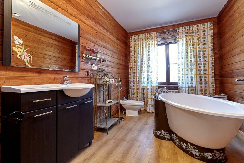 Wood Mansion Bathroom