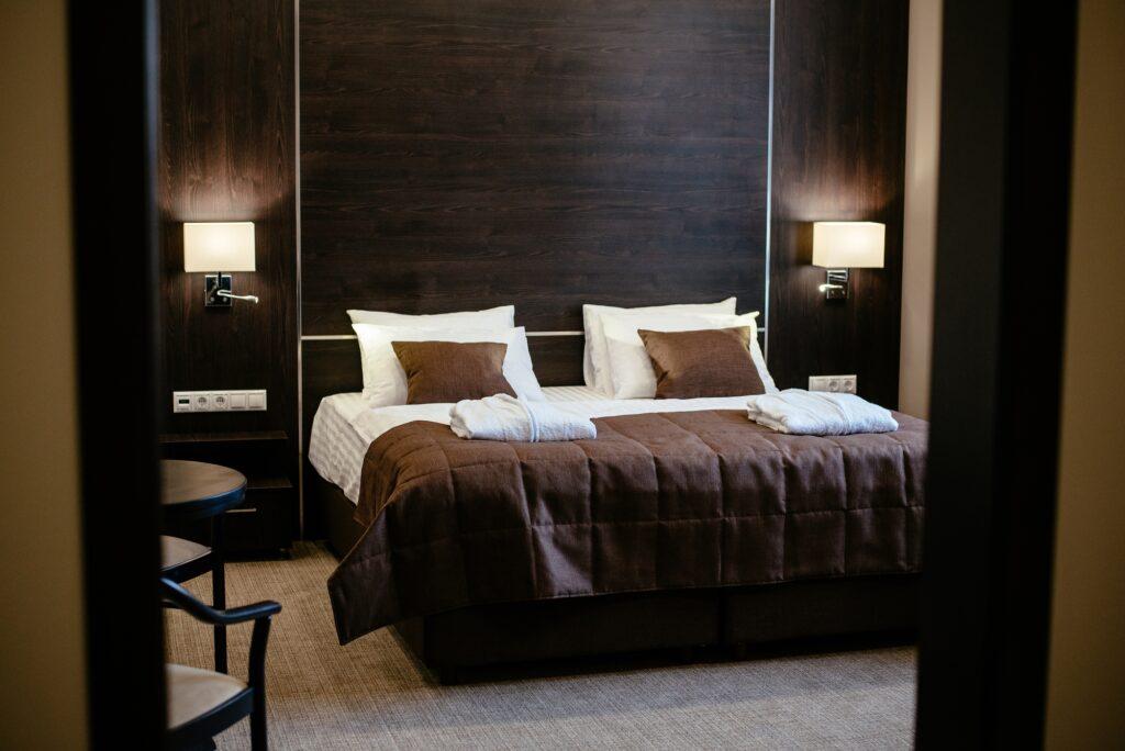 Cozy Dark Brown Bedroom with Pleasing Contemporary Style
