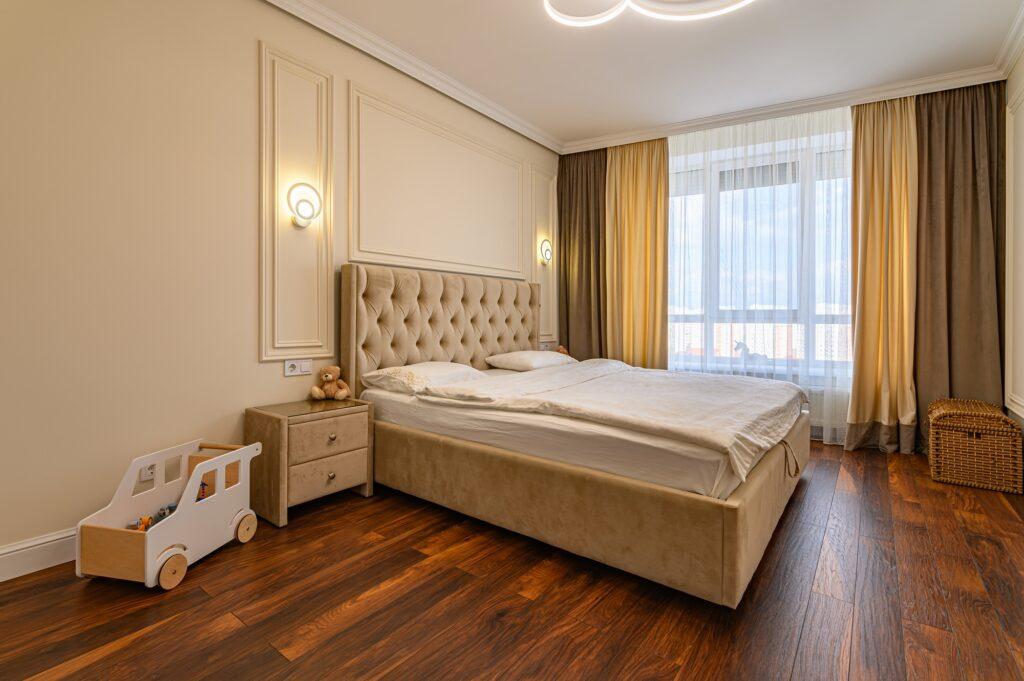 Elegant Modern Bedroom in Beautiful Brown Tones