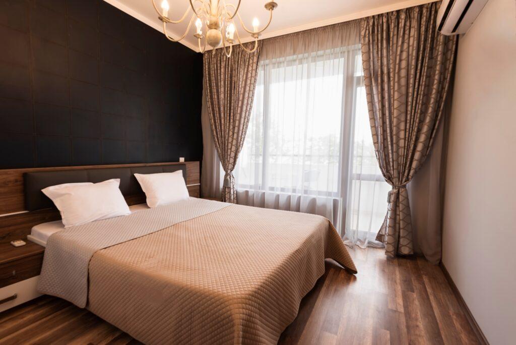 Sedate Modern Bedroom with Pleasing Brown Color Scheme